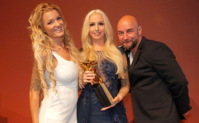 Lucy Cat gewinnt bei den venus Awards 2018 als bestes Amateur Girl