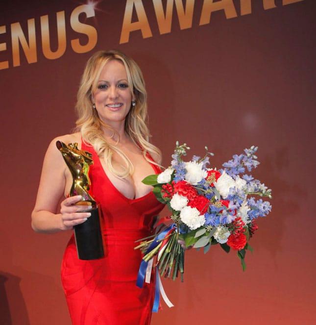 Stormy Daniels wurde für ihr Lebenswerb bei den Venus Awards 2018 ausgezeichnet