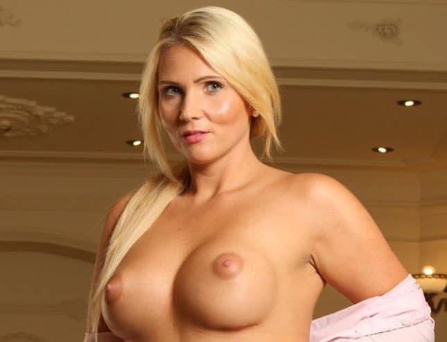 Tatjana Young ist ein Pornostar mit heißen Kurven