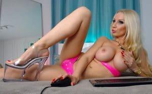Camgirl Mareike Fox vor der Sexcam