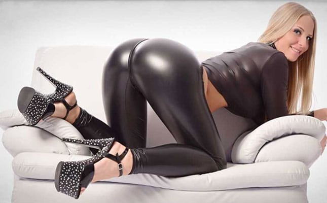 Lara CumKitten sexy Arsch und High Heels