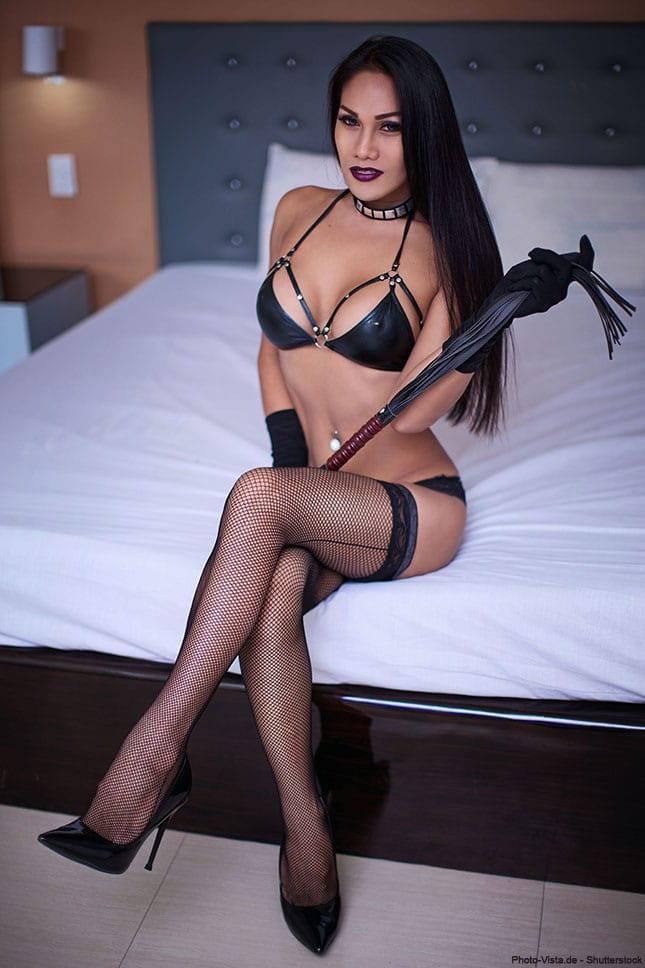 Ladyboy Domina beim Sextreffen