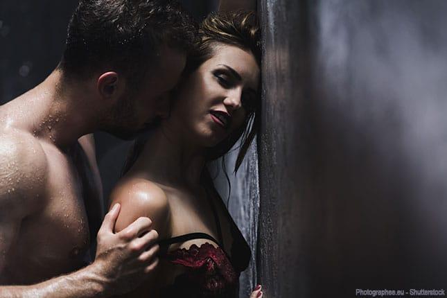 Mann und Frau haben eine geheime Affäre