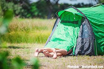 Freiluft Sex auf der Wiese im Zelt