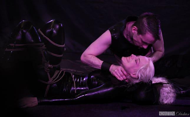 Die-Bondage-Performance-von-Proud-Flesh-Bondage---ein-Programmhighlight-der-Passion-2019