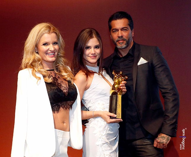 Little Caprice (m) gewann den Venus Award 2019 als beste Darstellerin International