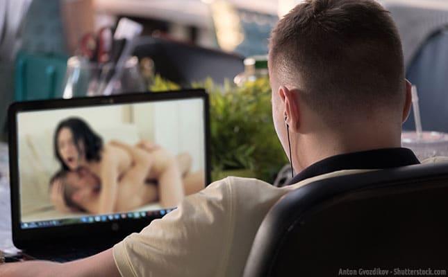 Porno schauen schädigt dem Hirn